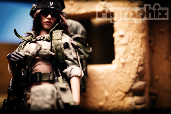 VERYCOOL 1/6 ACU Camo Female Shooter